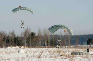 Српски војни специјалци на падобранској обуци у Русији