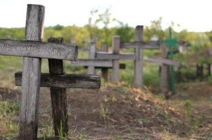 Село у страху: Крстаче са гробља освићу људима пред вратима!