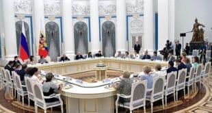 Путин руским друштвеним активистима: Не сарађујте са државним органима западних земаља