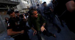 Полиција у Истанбулу гуменим мецима и сузавцем разбила параду содомита (видео)