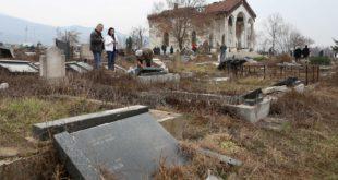 Косовска Митровица: Шиптарски фашисти на гробљу уништили 90 одсто православних надгробних споменика 15