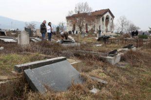 Косовска Митровица: Шиптарски фашисти на гробљу уништили 90 одсто православних надгробних споменика