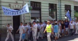 ГРАД КРАГУЈЕВАЦ У КОЛАПСУ! Хиљаде радника маршира улицама у ЗНАК ПРОТЕСТА! (видео) 12