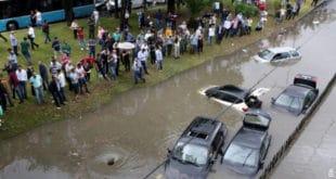 Невоље и у Турској, киша потопила делове Истанбула