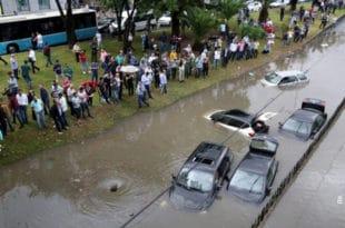 Невоље и у Турској, киша потопила делове Истанбула 3