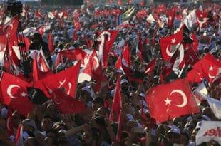 Турска: Отпуштено још 7.400 државних службеника због покушаја пуча