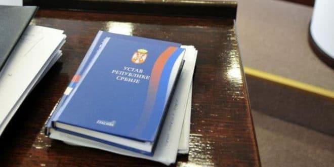 Влада Србије усвојила предлог промене Устава