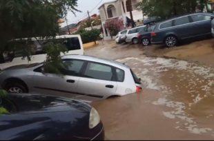 Олуја на Халкидикију: Разрушени путеви, кола у блату (видео) 9