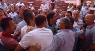 Чачак: Општа туча и ломљава на седници Скупштине града! 10