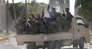 ПОСЛЕ ПРОТЕРИВАЊА ИСЛАМСКЕ ДРЖАВЕ: У Сирији славе ослобађање паљењем бурки и бријањем браде