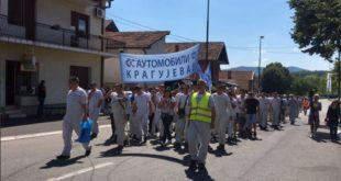 """Радници наставили штрајк у Фијату: """"Лопови, лопови"""" и """"ово је Србија"""" се ори Крагујевцом (видео) 18"""