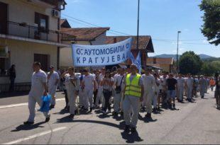 """Радници наставили штрајк у Фијату: """"Лопови, лопови"""" и """"ово је Србија"""" се ори Крагујевцом (видео)"""
