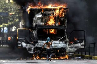 БАРИКАДЕ НА УЛИЦАМА Штрајкови против Мадура ПАРАЛИСАЛИ Венецуелу