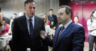 ПОНИЖАВАЊЕ СРБИЈЕ! Ивица Дачић пијан играо коло пред представником ЕУ парламента! 8