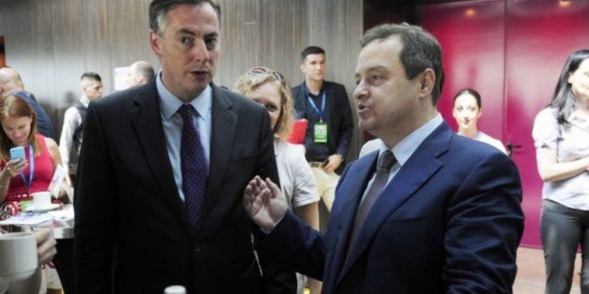 ПОНИЖАВАЊЕ СРБИЈЕ! Ивица Дачић пијан играо коло пред представником ЕУ парламента!