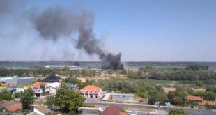 Београд: Нови пожар у фабрици картона на Ади Хуји, повређен ватрогасац 10
