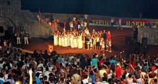 """Херцег Нови: Одржан добротвoрни концерт """"Херцег Нови за Косово и Метохију"""" на Канли кули"""