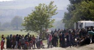 КАМПОВИ ПРЕПУНИ: Број миграната у Грчкој је све већи