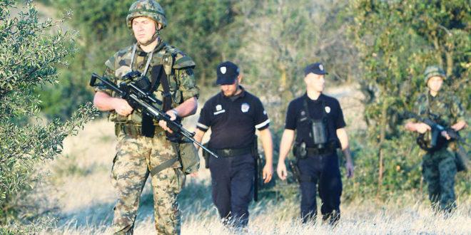 Како је шизофрени Вучић декласирао војску и полицију