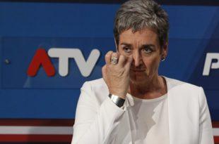 ЛУНАЧЕК КАПУТ: У сузама поднела оставку