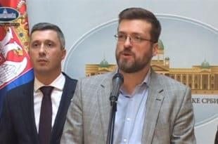 Народни посланик Двери Срђан Ного искључен са седнице јер је поставио посланичко питање (видео)
