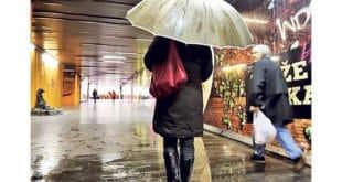 Београд: Канализација са плафона поплавила подземни пролаз