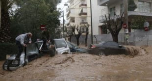Поплаве у Атини однеле 19 живота (видео)