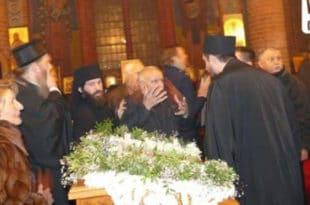 """Немачка полиција """"одбранила"""" епископа паписту од верника"""