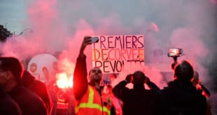 Париз: Раднички протести прерасли у жестоке немире (видео)
