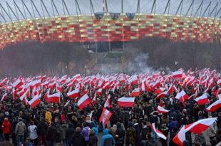Десетине хиљада десничара промарширало Варшавом (видео)