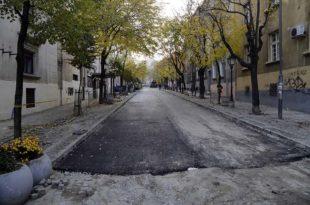 Напредни идиоти преорали и асфалтирали Скадарлију и тако јој ишчупали душу (фото)