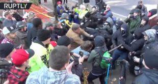 Сукоби анархиста и десничара у Портланду (видео)