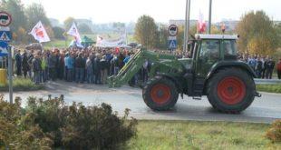 Сељаци у Пољској блокирали аутопутеве у знак протеста због ЕУ санкција Русији (видео) 1