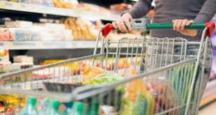 Србија: Просечној породици више од трећине примања оде на храну и сваки су месец у минусу