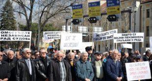 Војни пензионери траже да им се врате умањене пензије