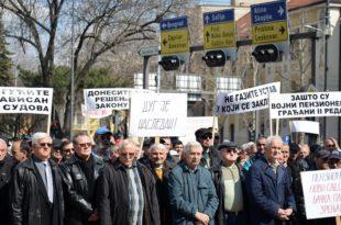 40.000 војних пензионера захтева да им се врате покрадене пензије!