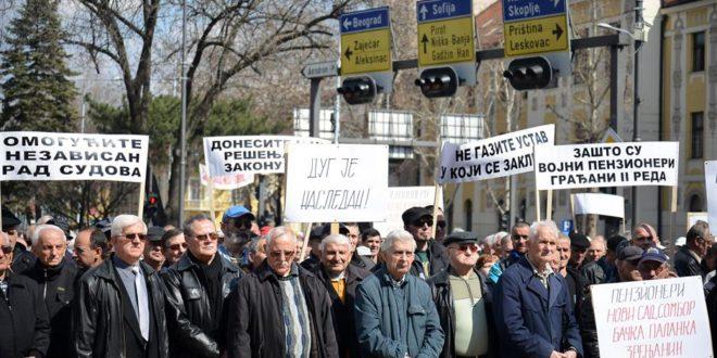 Војни пензионери траже да им се врате умањене пензије 1