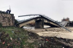 Поплаве паралисале Албанију (видео)