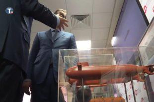 Руси показали Вучићу како кер ипак може да дише под водом (видео)