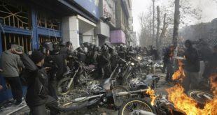 ХАОС У ИРАНУ: 12 мртвих, нападнуте војне базе, станице полиције… (видео) 4
