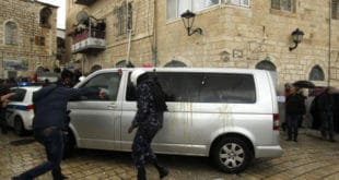 Витлејем: Палестинци јајима и ципелама гађали возило јерусалимског патријарха Теофила 4
