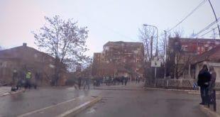 Вучића у Косовској Митровици дочекале празне улице (ВИДЕО) 10