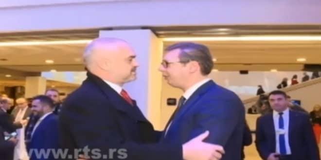 Овакво ђубре и изрод никада није било на власти у Србији! (фото) 1