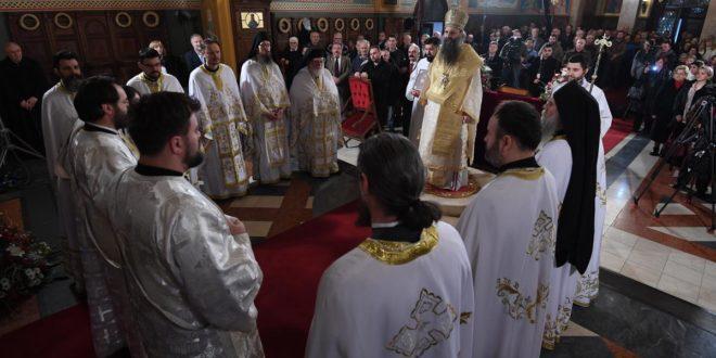 """БРУКА: На ХРТ1 православна божићна литургија, на РТС1 """"Жикина шареница""""!"""