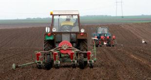 Подижу наталитет улагањем у тракторе и саднице 11