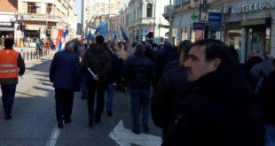 Крагујевац: Застава оружје у штрајку, траже бонус и неће приватизацију 6