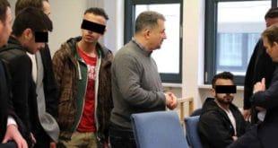 НЕМАЧКА У ШОКУ: Мигранти групно силовали девојчицу од 13 година, додељена им условна казна! 2