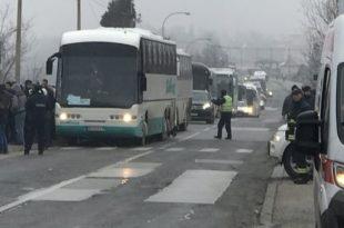 Вучић на Орашац довукао аутобусе пуне сендвичара да му кличу (видео)