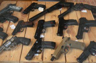 Немци због миграната почињу да се наоружавају - и правим и гасним пиштољима
