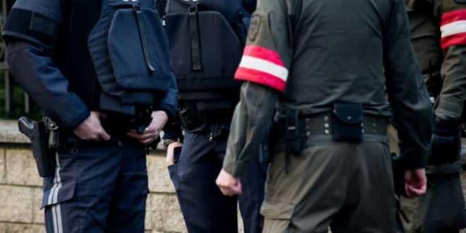 Поново напад у Бечу: Авганистанац напао обезбеђење испред парламента 1